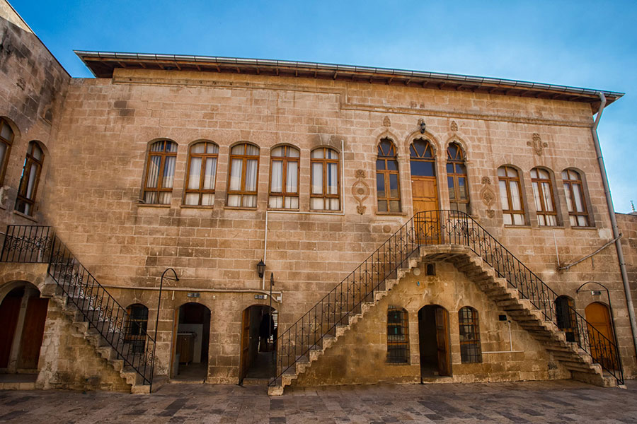 Gazezoğlu Kültür Merkezi (Aziz Petrus- Aziz Paulus Kilisesi)