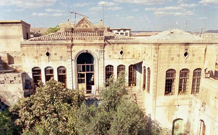 Karaçizmeliler House