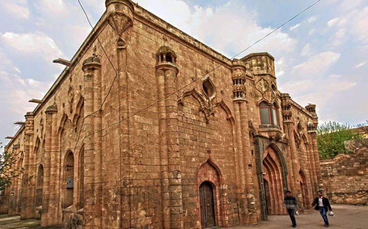 İyad Bin Ganem Camii. (Oniki Havari Kilisesi- Ermeni Protestan Kilisesi)