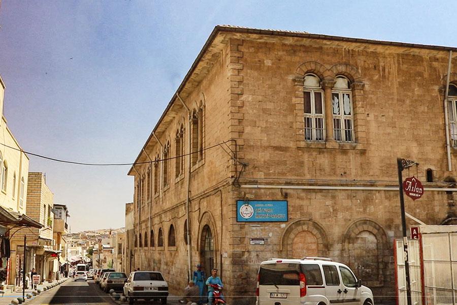 Şehit Nusret İlk Okulu (Basmahane )